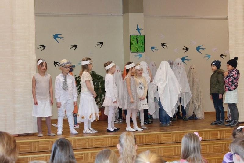 1.a ja 1.b klass tegid teatrit