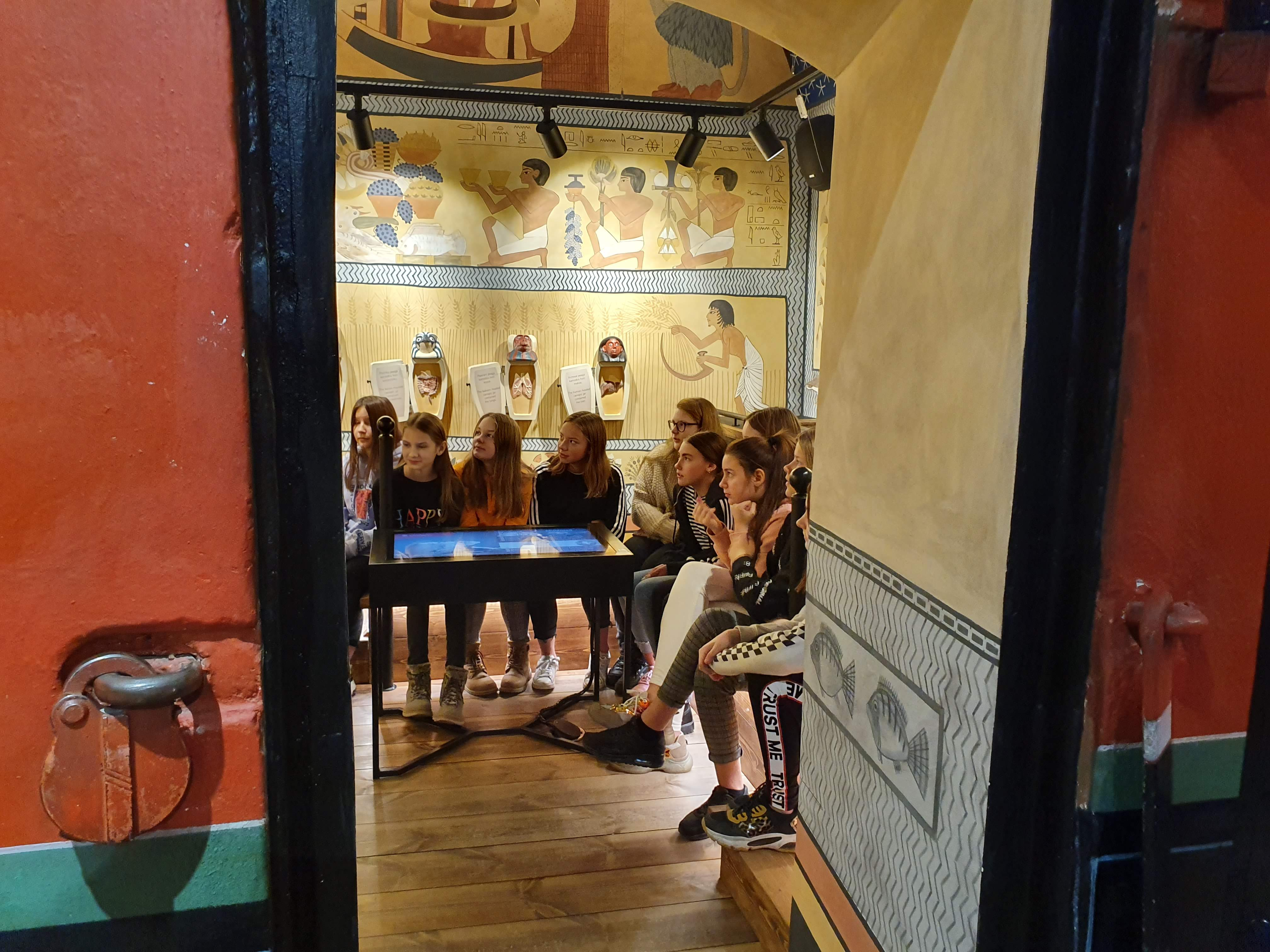 6. klass külastas TÜ kunstimuuseumi